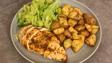 Chicken breast, tatoes and veg